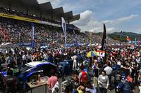 快晴となったゴールデンウイーク中のレースとあって、富士スピードウェイには、2日間でのべ9万人以上の観客が訪れた。