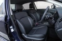 前席の様子。テスト車の「G4 2.0i-S」をはじめ、2リッターモデルにはシフトパドルが標準で備わる。なお、1.6リッターではオプションでも選べない。