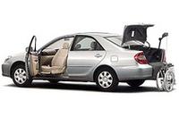 トヨタ「カムリ」に福祉車両の画像
