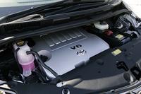 フルモデルチェンジで3リッターに替わり設定された、280psを発生する3.5リッターV6エンジン