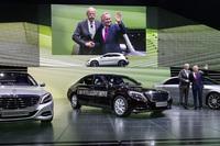 """メルセデス・ベンツのテーマは「自動車の将来」。""""排ガスゼロ""""と""""事故ゼロ""""を目指すさまざまな技術や車両を展示した。"""