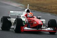 2004年チャンピオン、リチャード・ライアンは、「ナンバー1」のマシンで連覇を目指す。