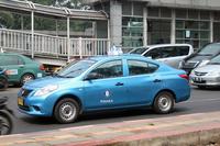 現地ではバイクとともにタクシーも重要な移動の足。現地ガイドによれば「日産アルメーラ(日本名:ラティオ)」が人気とのこと。