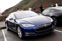 電気自動車の「テスラ・モデルS」。日本では2014年9月に納車が開始され、2015年7月には4WDの高性能モデル「P85D」が導入された。