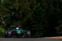 ケータハムは、ベルギーGP直前に急きょドライバー変更を発表。小林可夢偉に代わり、アウディでルマン優勝を経験し、日本のスーパー・フォーミュラでも活躍するアンドレ・ロッテラーがステアリングを握った。32歳でF1デビューを果たしたロッテラーは予選21位、決勝では早々にマシンを止めリタイア。なおチームオーナーの変更からリストラ策を遂行中のケータハム、ドライバーラインナップは不透明と見られている。(Photo=Caterham)