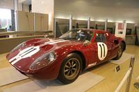 65年に完成した国産初のプロトタイプスポーツである「R380」。ブラバムを参考につくられた鋼管スペースフレームにアルミ製のボディを被せ、最高出力200ps以上を発生する直6DOHC24バルブ2リッターエンジンをミドシップする。66年の第3回日本グランプリではワークスチームの力を遺憾なく発揮、ポルシェ906を抑えて優勝を飾った。日産と合併後に登場したR380II、R381、R382も旧プリンス陣の手で開発されたマシンである。