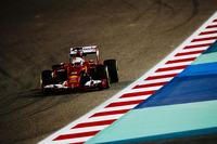 予選でフロントローにつけたベッテルだったが決勝ではフェラーリのハンドリングに苦しんだ。ロズベルグとの2位争いではアンダーカットを2度も成功させたもののコース上で抜かれ、最後の勝負では自らのエラーでコースオフ。フロントウイングにダメージを負い予想外のピットインをしいられた。バルテリ・ボッタスのウィリアムズを抜けず5位フィニッシュ。(Photo=Ferrari)