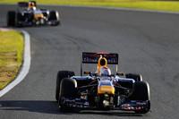 昨年の日本GP同様の圧勝。ベッテル(写真前)は、チームメイトでポイントリーダーのウェバー(同後ろ)をしっかりと抑え切った。(写真=Red Bull Racing)
