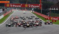 今季9度目のポールポジションからスタートしたベッテル(先頭)が、トップのまま1コーナーへ。(Photo=Red Bull Racing)