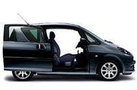 着座ポジションはフロアから370mmとし、高いアイポイントと良好でワイドな視界を確保するとともに、乗り降りしやすさも実現したと謳われる。