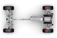 4WDシステムには、ローレンジを備えた悪路走破性重視のものと、トルセン・ディファレンシャルを用いたものの2種類を用意。