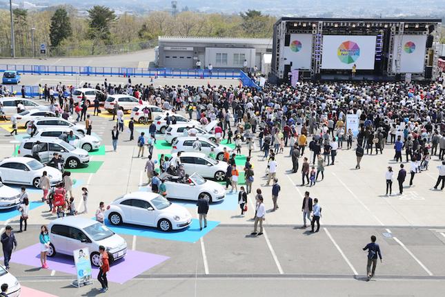 メイン会場のAパドックには、最新のフォルクスワーゲンやテクノロジーに触れられるコーナーが用意された。隣接するメインステージではDJピストン西沢さんがMCを務め、会場を盛り上げた。