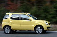 黄色のボディペイントはGMオートワールド、つまり1.5リッター専用だ。価格は、149.8から180.3万円。