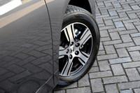 ハイブリッドモデルのタイヤサイズは、標準車が215/60R16、「アブソルート」が215/55R17となる。