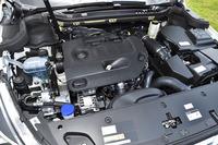 2リッターのBlueHDiディーゼルユニットは180psと400Nmを発する。JC08モード燃費は18.0km/リッター。