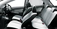 インテリアカラーは、モダンブラックとカームホワイト(写真)の2色。ベーシックグレード(13F)を除き、防汚シートや消臭天井が標準となる。