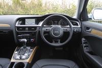 インパネデザインは通常の「A4」シリーズと足並みをそろえたもの。走行モード切り替え機構「アウディドライブセレクト」は付かない。