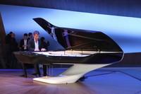 「プジョー・デザインラボ」はグランドピアノもデザインする。
