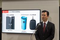 東京オートサロン2016で新製品のプレゼンテーションを行うデンソーのアフターマーケット事業部用品室の稲葉一郎室長。