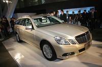 セダンとステーションワゴンの価格差は35万円ほど。