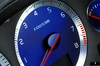 S60R(6MT)の「0-100km/h加速」は5.7秒、V70R(5AT)のそれは5.9秒である。