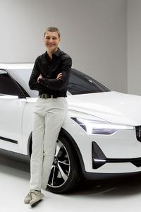 ボルボのデザイン担当上級副社長、トーマス・インゲンラート氏。今回、2台のコンセプトカーをお披露目した。
