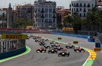 フロントローにつけたレッドブルの2台の後ろで、フェラーリが躍進。予選3位のルイス・ハミルトンを抜き、フェルナンド・アロンソ3位、フェリッペ・マッサ4位でオープニングラップを終えた。(Photo=Red Bull Racing)