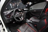 スポーティーさが強調された室内。トランスミッションには7段AMGスピードシフトDCTを採用する。