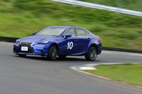 スムーズなドライビングを体得するためのメニュー「6 Sense Driving」のワンシーン。計測器で得られたデータを元に、自らの運転を分析する。