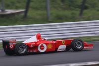 ピットには3台のF1マシンが用意されていたが、デモランを披露したのは1台のみ。2001年の日本グランプリでミハエル・シューマッハが駆り、優勝した「F2001」を桧井保孝選手がドライブ。