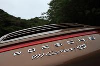 「911カレラ」の4WDモデルには、3.4リッターの「カレラ4」と3.8リッターの「カレラ4S」があり、それぞれにクーペとカブリオレが設定される。試乗車はシリーズの最上級モデル。