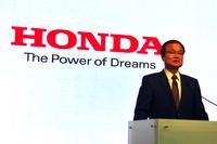発表会でF1への復帰を宣言する、伊東孝紳 本田技研工業社長。