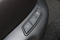 運転席パワーシートのメモリー機能には、「アクティブ・ドライビング・ディスプレイ」の角度や明るさ、カーナビの表示設定なども登録できるようになった。