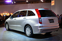 全高はFFモデルで1545mmとなり、立体駐車場にも入庫できる。