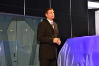 プレスカンファレンスでは、英ジャガー・ランドローバーのグループ・マーケティング・ディレクター、フィル・ポッパム氏が登壇した。