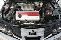 ツインフェイザーとは、アルファ・ロメオの可変バルブタイミング機構の名称。2.2、3.2リッターともGM由来のエンジンである。写真は3.2リッターエンジン。