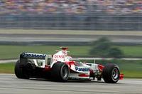 2004年はトヨタにとって苦しいシーズンだった。途中から加わったヤルノ・トゥルーリ(写真)をもってしても好転ならず、最終戦はトゥルーリ12位、地元で抜擢されたリカルト・ゾンタ13位という結果だった。チームは1点前のジャガーを上回れず、ランキング8位で3年目を終えた。(写真=トヨタ自動車)