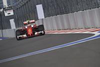 フェラーリのライコネン(写真)は最初のスティントを長めに走り、バルテリ・ボッタスをオーバーカットすることに成功、今季2度目の表彰台となる3位でゴール。しかし予選では4番手タイム(ベッテルのペナルティーで3番グリッド)にとどまるなど、またメルセデスを脅かす存在にはなれなかった。なお、最古参チームのフェラーリにとっては通算700回目のポディウムとなった。(Photo=Ferrari)