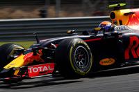 この金曜日に19歳になったばかりのフェルスタッペン(写真)は、予選3位と好位置からスタートするも、フェラーリのセバスチャン・ベッテルとの接触で5位まで後退。バーチャルセーフティーカーのタイミングで早めにタイヤを交換し追い上げ、チームメイトのリカルドとは僅差のつばぜり合いを繰り広げた。チーム側の無線での指示(説得)もあったか、2位を受け入れてゴール。(Photo=Red Bull Racing)