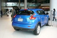 リアのなだらかな傾斜やブーメラン型ランプがスポーツカーを思わせる。タイヤサイズは、205/60の16インチ。