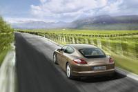 「ポルシェ・パナメーラ」、V6モデルとMTモデルを追加