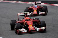 フェラーリは予選でキミ・ライコネン(前)6位、フェルナンド・アロンソ(後ろ)7位。決勝では3ストッパーのアロンソが2ストッパーのライコネンを終盤抜き、アロンソ6位、ライコネン7位。いずれにしてもこのエリアから抜け出すことはできないスクーデリアだった。(Photo=Ferrari)