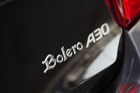 テールゲートに装着された「Bolero A30」のバッジ。