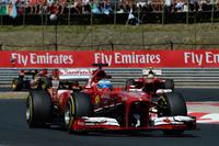 予選5位、決勝も5位。フェラーリのアロンソはメルセデス、レッドブル、ロータスらの優勝争いに絡めず、ドライバーズランキングでも3位に転落。10戦で2勝してはいるものの、シーズンが深まるにつれライバルに水をあけられつつある。なおレース後、前方のマシンから1秒以上離れているにも関わらずDRSが作動していたことが発覚、アロンソはおとがめなしに終わったが、フェラーリには罰金が科された。(Photo=Ferrari)