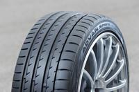 ヨコハマの新フラッグシップタイヤ「ADVAN Sport V105」。205/55R16〜295/30ZR19の全33サイズがそろう。