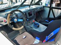 まさにレーシングカーといった作りのインテリア。ご覧のとおり、左ハンドル仕様だ。