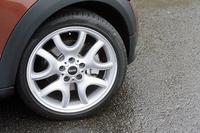 テスト車はオプションの19インチホイールと225/40R19サイズのタイヤを装着。