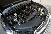 伝統の水平対向4気筒エンジンは、1.6リッターと2リッターの2本立て。ターボ車は用意されない。