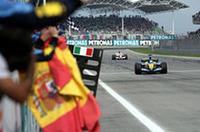 ルノーで起死回生の1勝、フィジケラは酷暑のコックピットで集中力を維持しつづけ、ポール・トゥ・ウィンを達成した。ルノーは、1982年フランスGP、ルネ・アルヌー、アラン・プロストが達成して以来の1-2フィニッシュにわいた。(写真=Renault)
