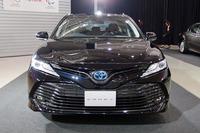 トヨタが7月に発売した新型「カムリ」は、歩行者にも対応した自動ブレーキやレーンキーピングアシスト、オートハイビームを備えており「サポカーSワイド」に分類される。